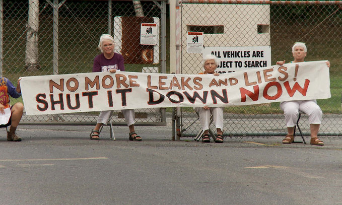 06-POWER_STRUGGLE-Grannies_protest_at_Ve
