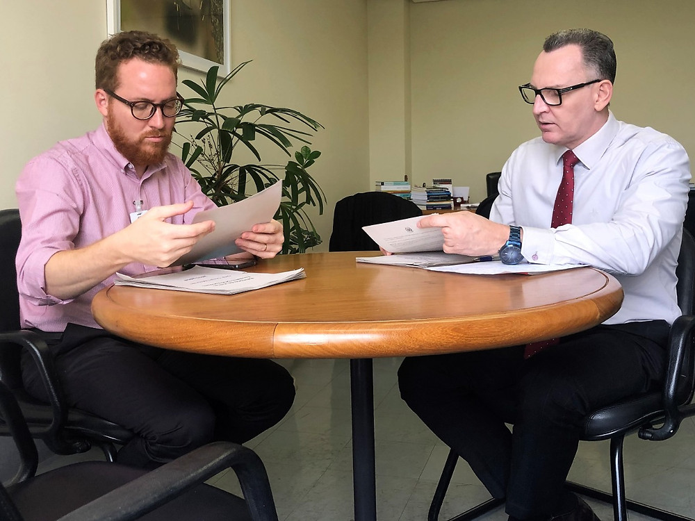 Majeski entrega relatórios ao futuro secretário Vitor de Angelo