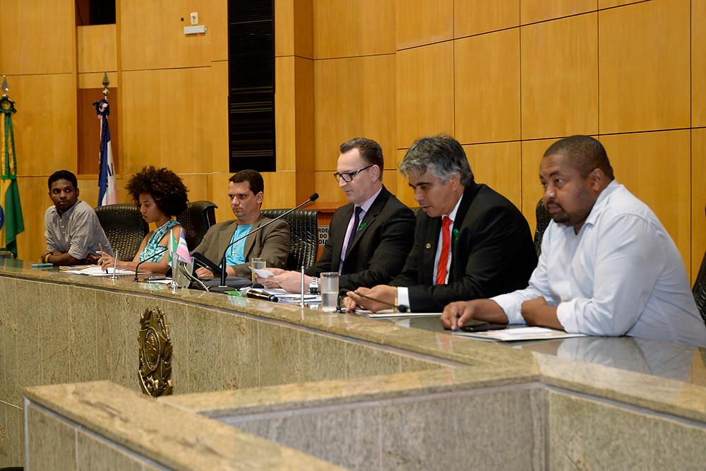 Mesa da Audiência Pública, presidida pelo deputado Sergio Majeski