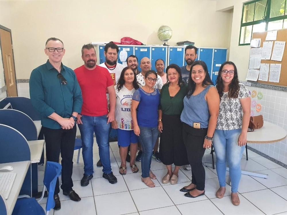Diretor e professores da escola Dr. Francisco Freitas Lima