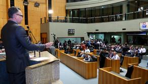 """Com emendas rejeitadas, Majeski vota contra projeto de """"socorro"""" aos municípios"""