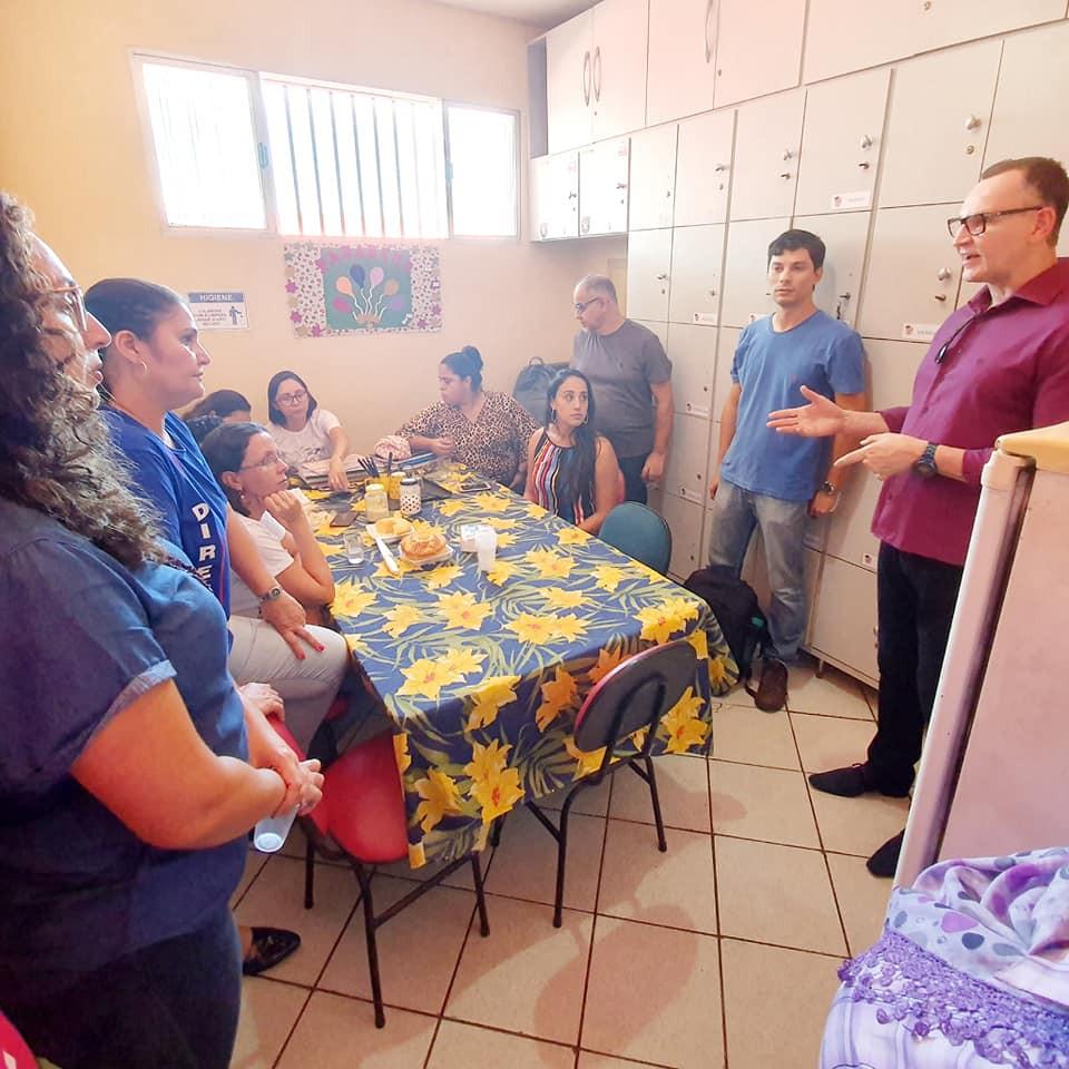 Majeski conversou com professores na Escola Manoel Rosindo da Silva