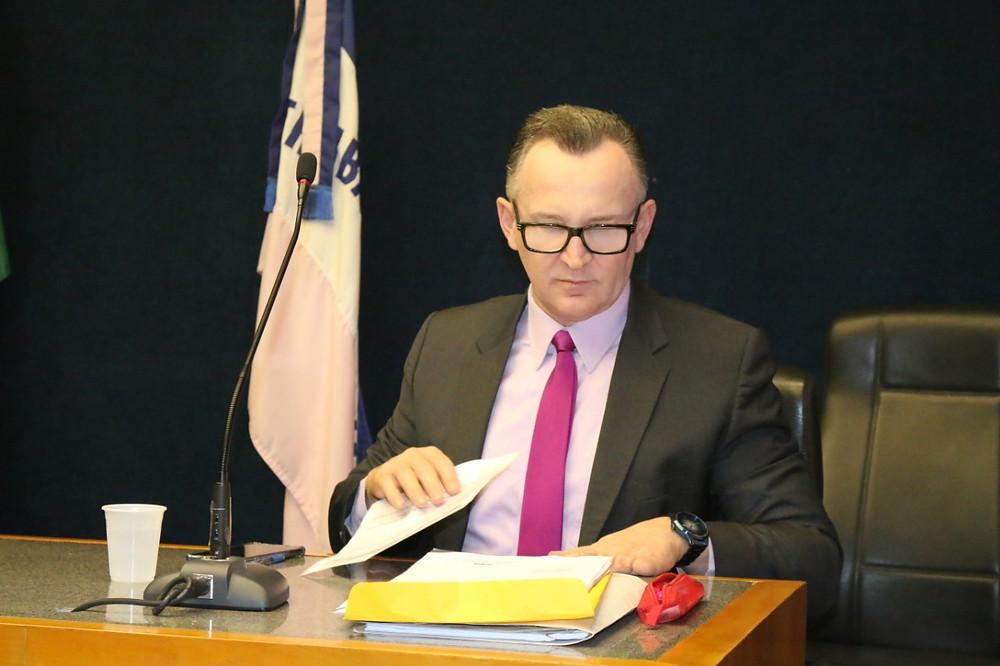Deputado Sergio Majeski com relatório sobre escolas sem alvarás