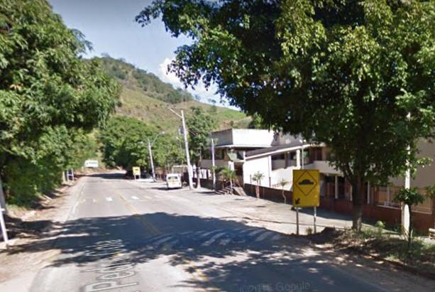 Rodovia Pedro Cola, em frente à Apae de Castelo