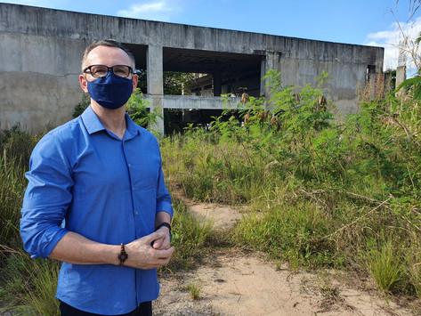 Iúna: Majeski aciona Tribunal de Contas para identificar responsáveis por abandono da Escola Técnica