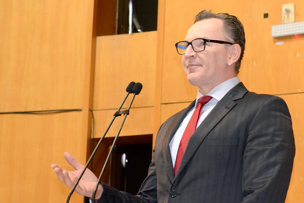 Deputado Sergio Majeski durante pronunciamento na sessão ordinária da última quarta-feira (16)