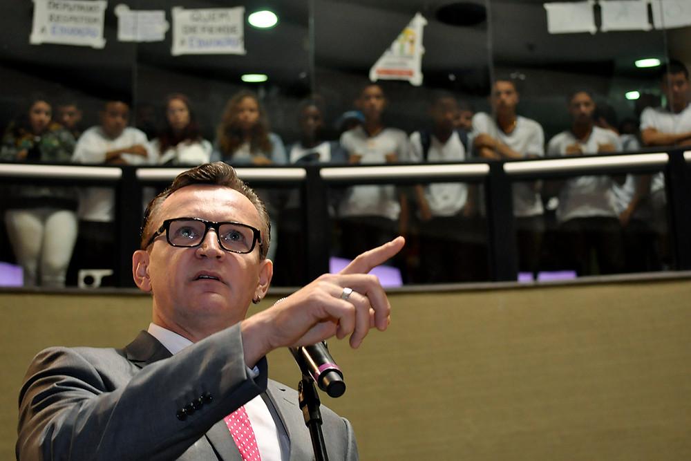 Sergio Majeski durante votação do projeto que criou o Escola Viva