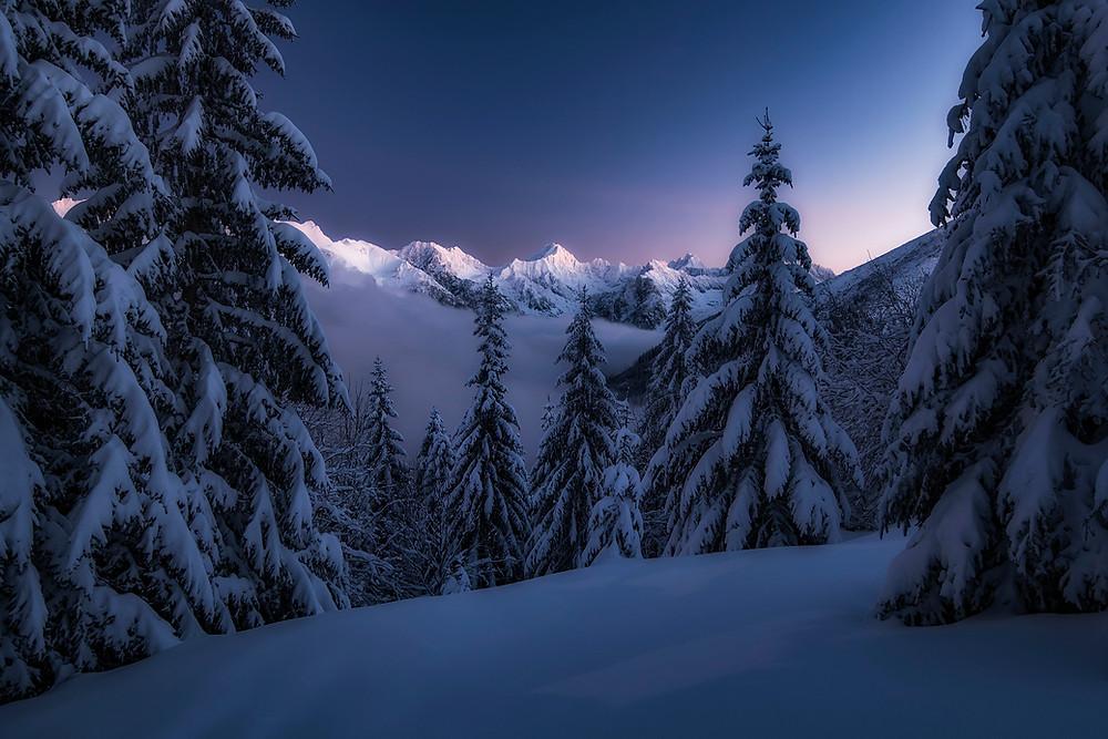 Nočný pohľad na Vysoké tatry v zime