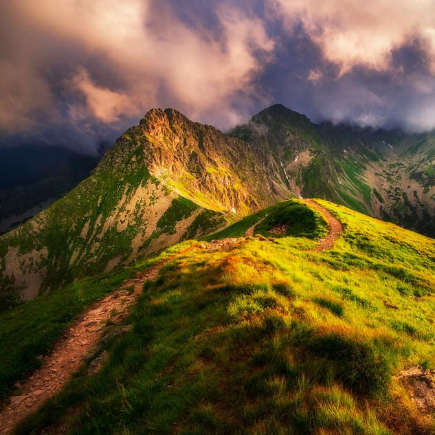 Posledné dotyky svetla na hrebeni Roháčov