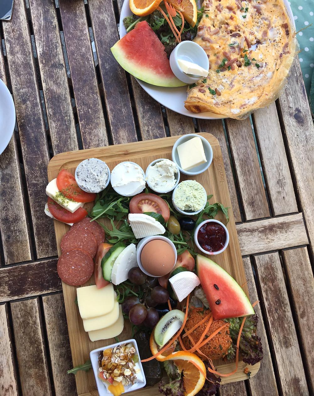 Oriental breakfast & ομελέτα