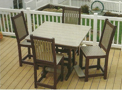 Cafe Table w Chairs
