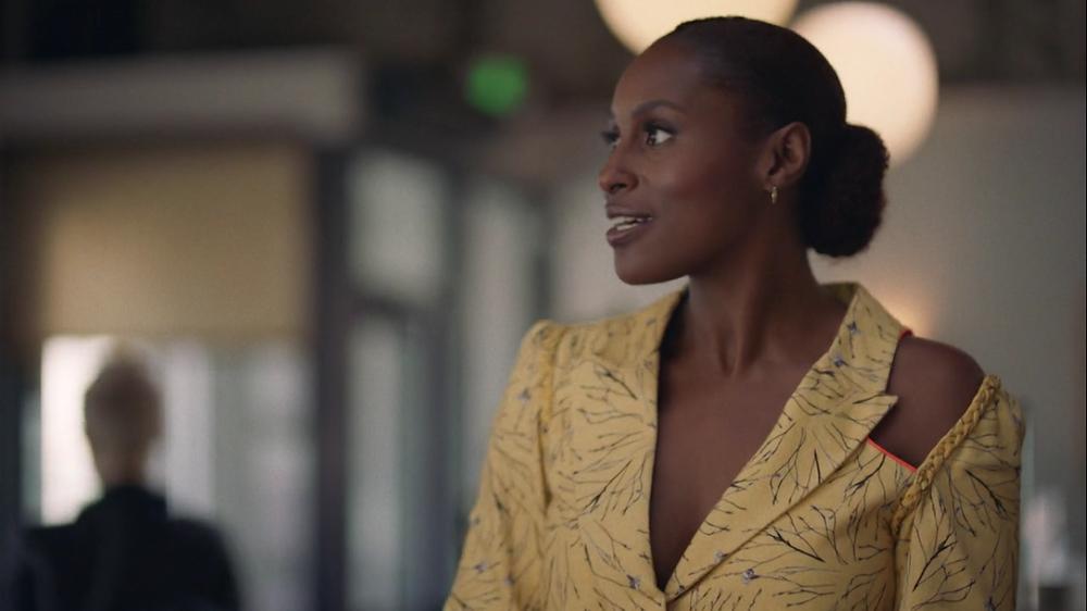 Issa Rae porte une vest Lisa Folawiyo