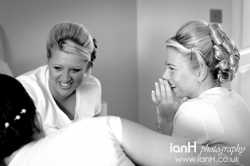 Bride_and_bridesmaids_getting_ready_before_wedding_at_Bournemouth_Town_Hall