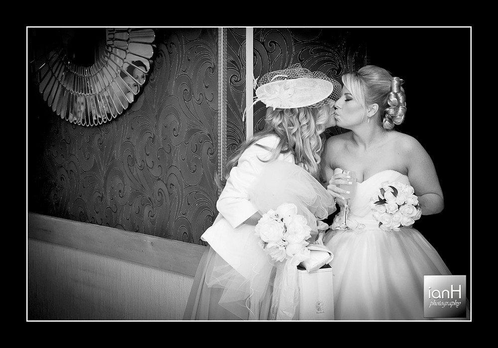 bournemout-reportage-wedding-photography-bride-kisses-her-mother