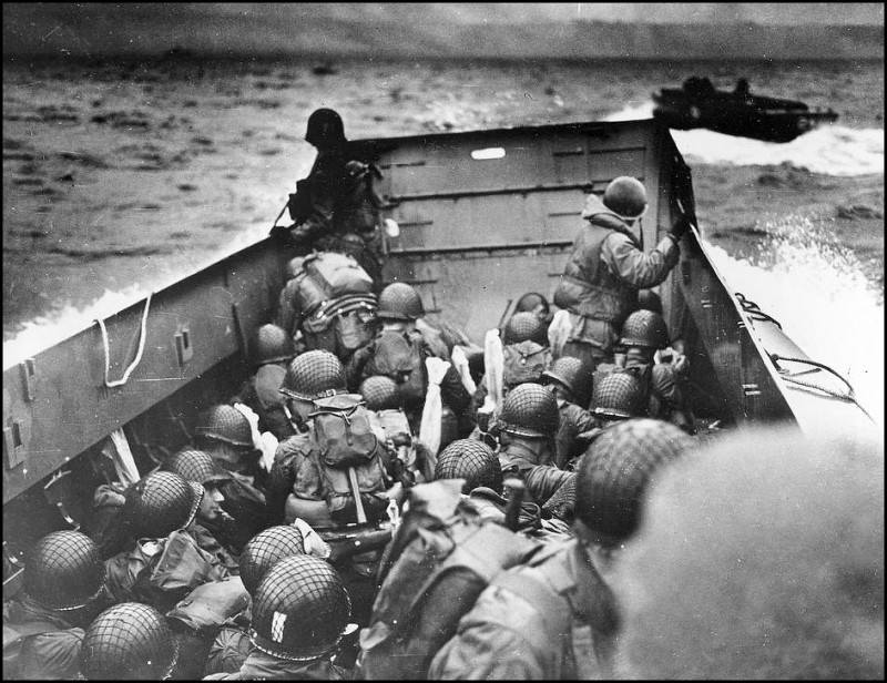 american-troops-landing-on-the-normandy-beaches-1944