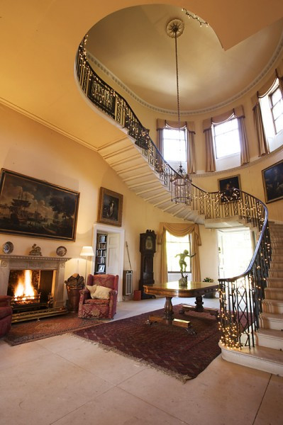 Hill_Place_Swanmore_stairs_and_hall
