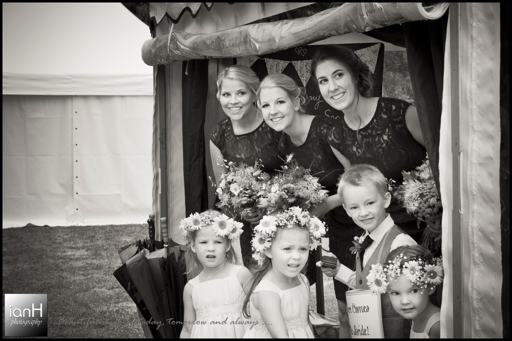 Hampshire country wedding in the rain