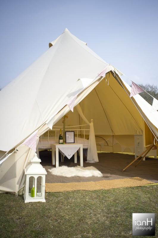 luxury_wedding_tent_on_display_at_the_Dorset_wedding_festival