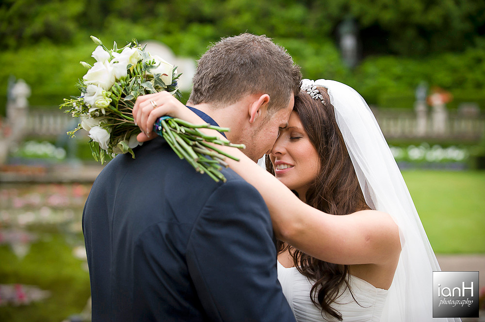 poole-wedding-of-emma-jayne-and-rob-italian-villa-compton-acres