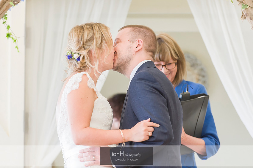 Bride and Groom kiss at Bournemouth beach wedding