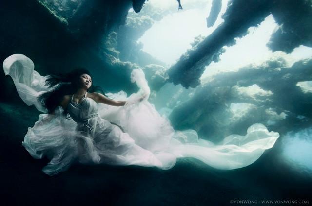 Epic underwater photoshoot by Von Wong