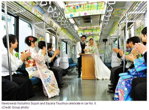 japanese-couple-marry-on-tokyo-train