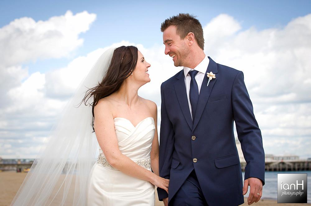 bournemouth-beach-weddings-couples-stroll-along-the-beach
