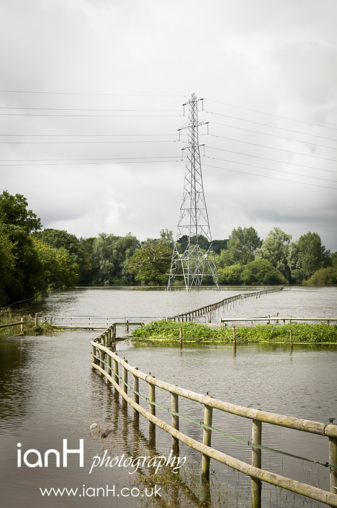 Ensbury_Bridge_in_Bournemouth_with_floodwaters_of_the_River_Stour