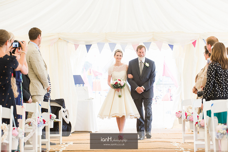 Bride and Fther arrive at Bournemouth beach wedding