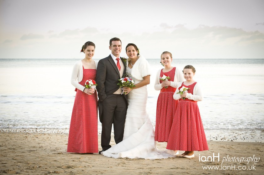 Bournemouth_wedding_photographer_Bride_and_Groom_on_Bournemouth_beach_with_their_bridesmaids