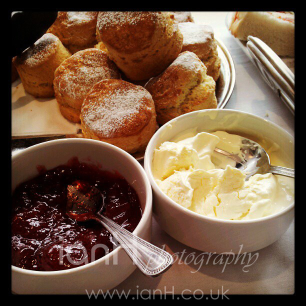 Cream_tea_at_the_Sandbanks_Hotel_Poole_in_Dorset