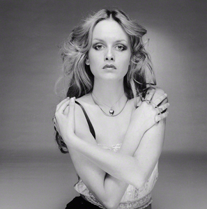 Celebrity-portraits-by-Terry-O'Neill-an-image-of-Twiggy