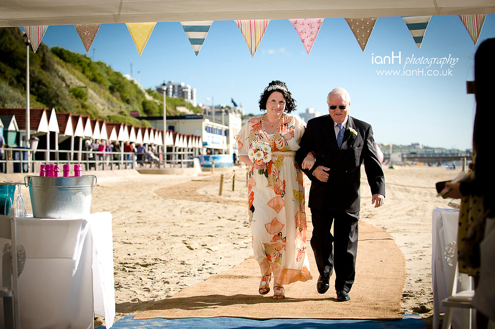 Bride_arrives_with_her_Father_for_her_wedding_on_Bournemouth_beach