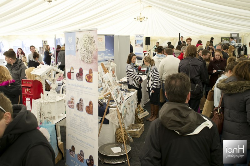 marquee_filled-with_brides_at_the_dorset_wedding_festival