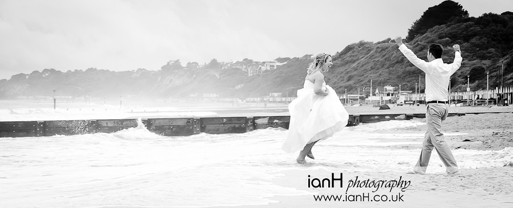 Bride_and_Groom_at_Bournemouth_beach_wedding_getting_wet