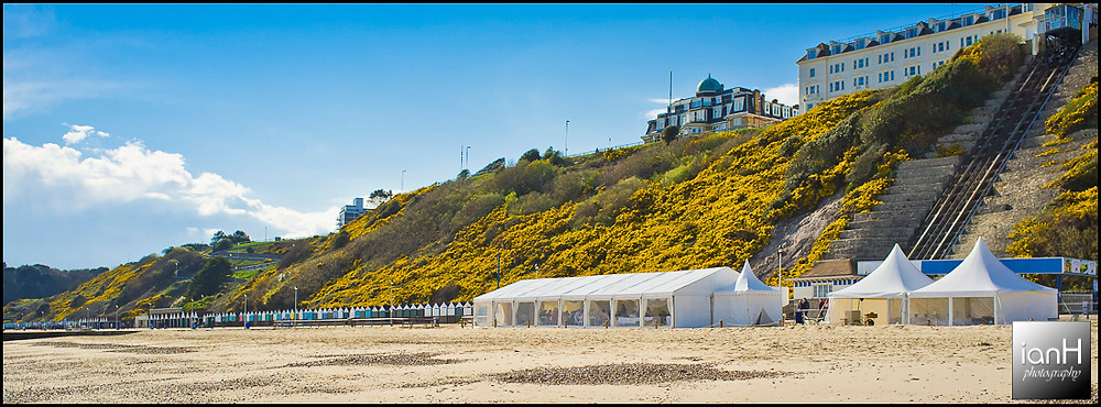A-sunny-day-on-Bournemouth-beach-for-a-wedding