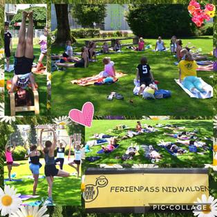 Ferienpass-Kinder beim Yoga