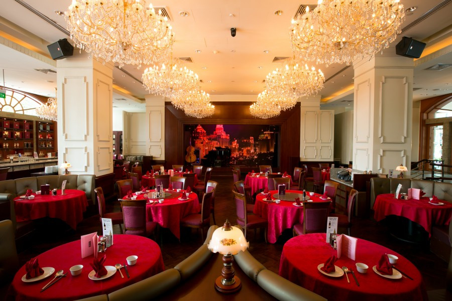 Singapore Wedding Venue: Grand Shanghai chinese themed interior with red round tables and chandeliers