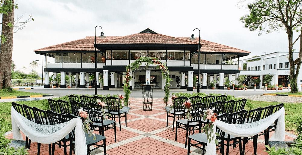 Singapore Wedding Venue: Wedding Ceremony set up outside Summerhouse