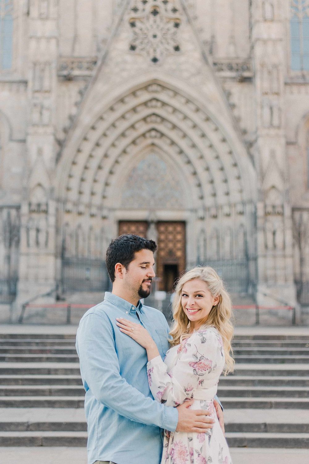 couple posing in front of barcelona cathedral