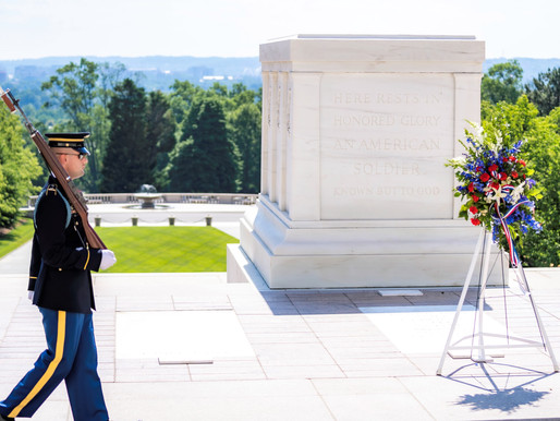 AUSN lays a wreath at the Tomb of the Unknown Soldier