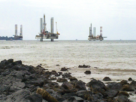China's Bid for African Oil: Double-edged Oil Relations between China and African Petrostates