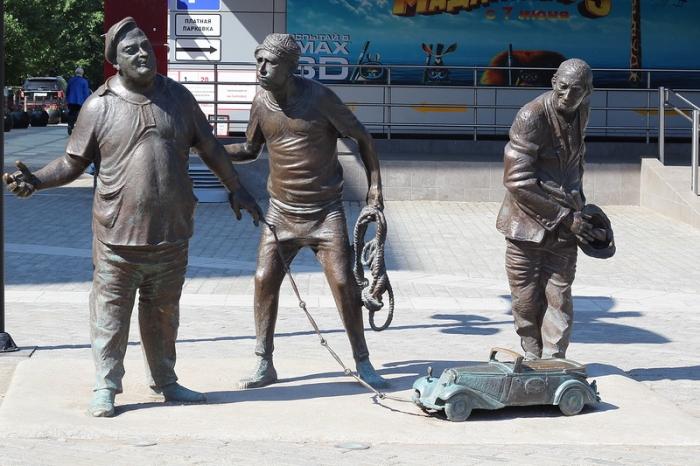 Памятник Трусу Балбесу и Бывалому в