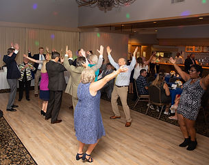 Weddin guests dancing to the music in Vernon Hills Illinois