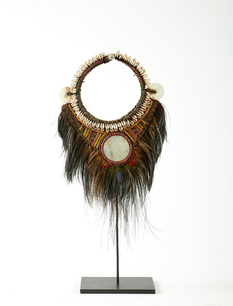 CASSOWARY NECKLACE ON METAL STAND