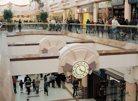 Large interior clock in shopping centre