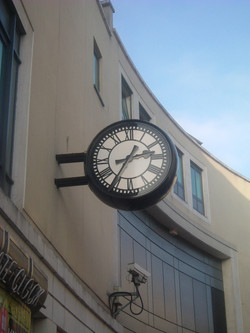 Projecting double sided clock