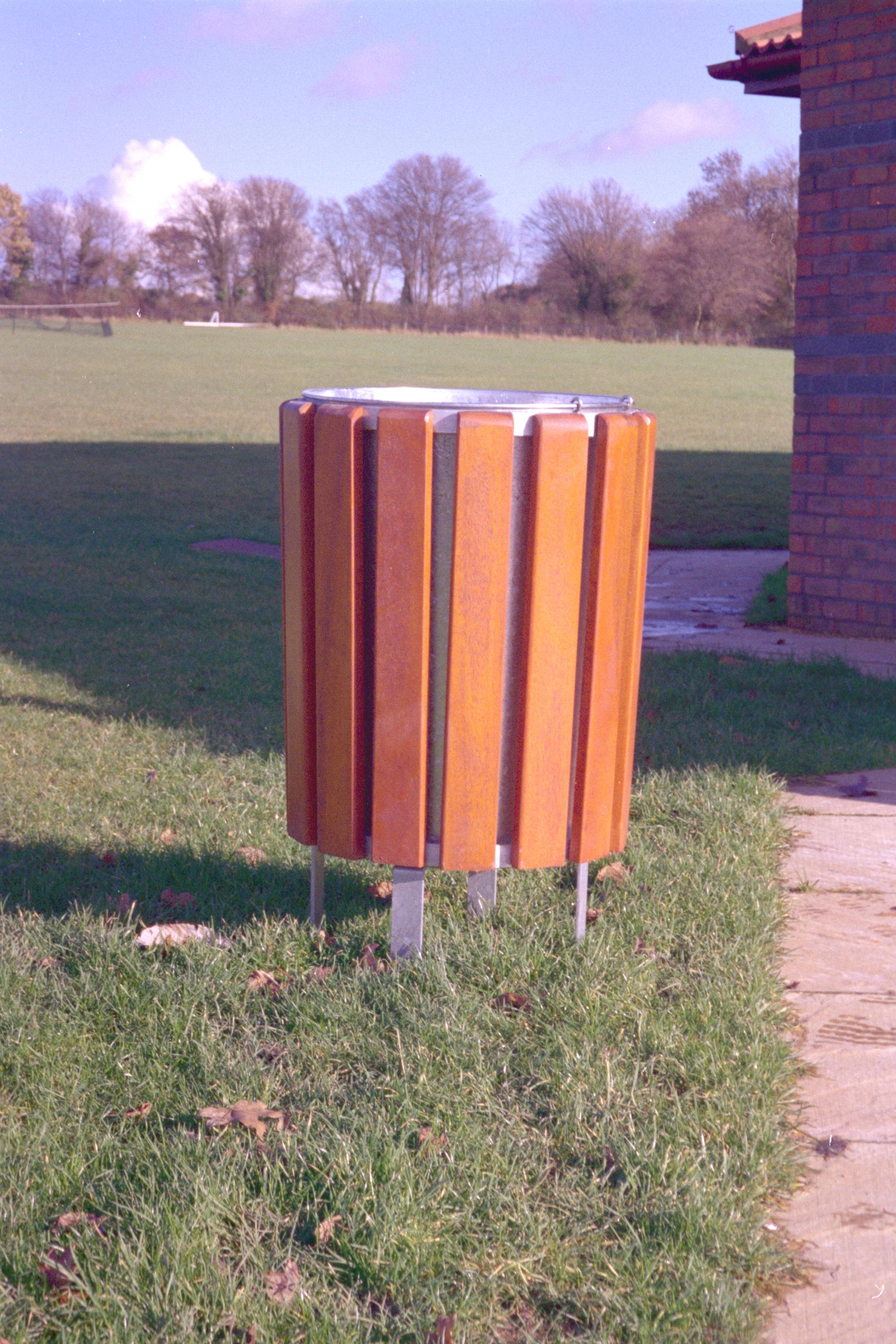 Neptune wooden bin (1)