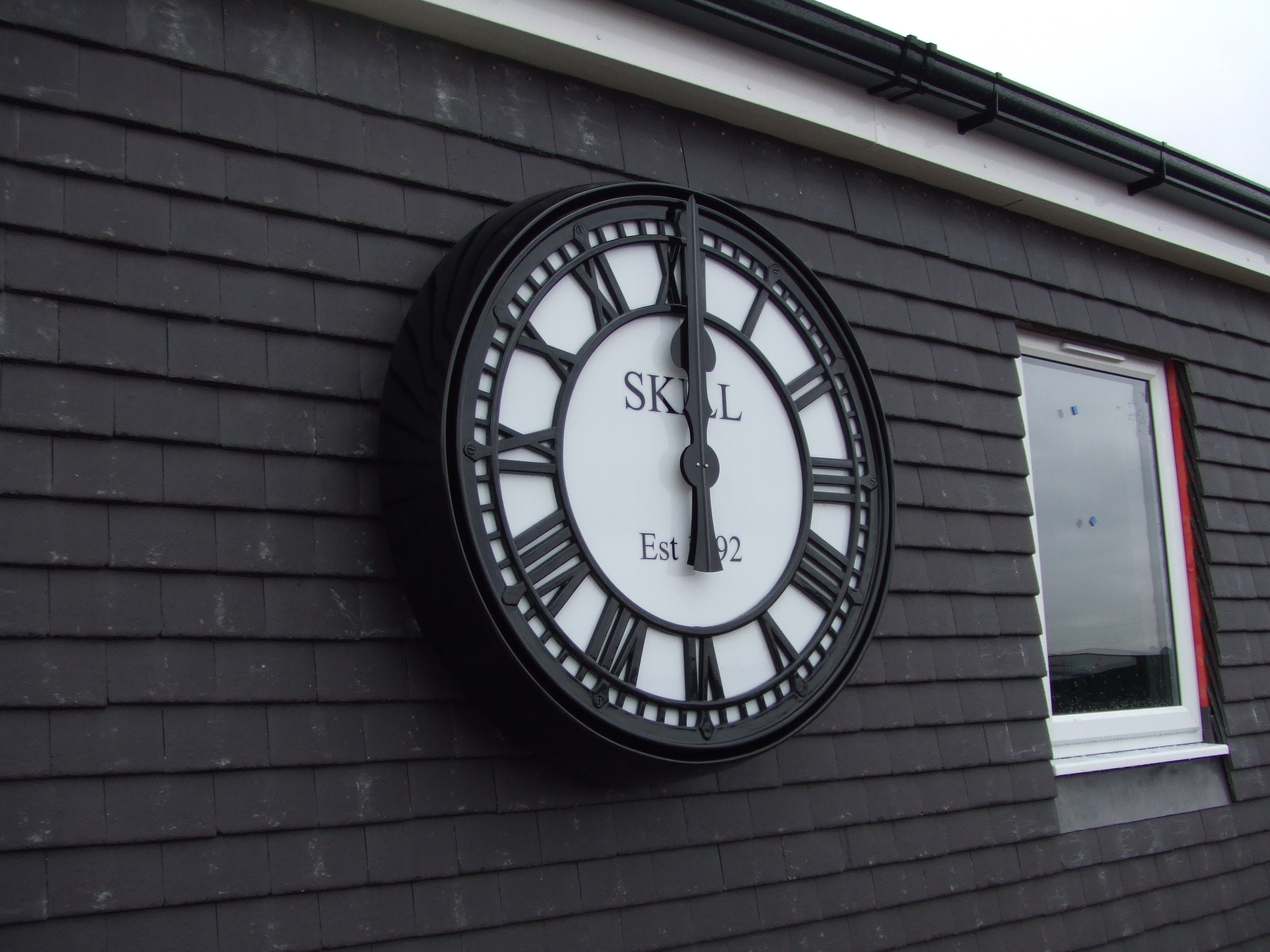 Clock with sign writing