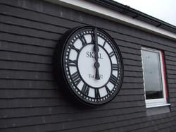 Bezel clock with signwriting